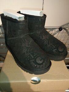 UGG Boots Classic Mini Sparkle Graffiti! Original! NEU! EU 40 US 9 black!