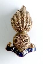 A VINTAGE 9CT GOLD ROYAL ARTILLERY FLAMING GRENADE ENAMEL BROOCH/BADGE