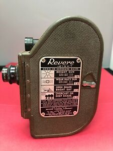 ViINTAGE REVERE EIGHT 8 MOVIE CAMERA MODEL 88 8MM RETRO WIND UP 13MM LENZ CASE