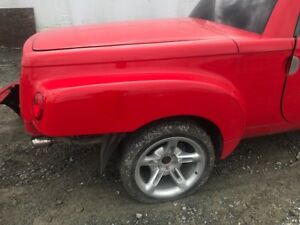 03 04 05 06 CHEVROLET SSR OEM RED COMPLETE BOX LEFT AND RIGHT W/ TONNEAU COVER
