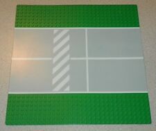 LEGO - Baseplate, Road 32 x 32 7-Stud Straight w/ Crosswalk Pattern - Green
