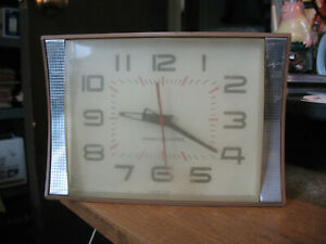 Vintage 1950s Working GE General Electric CLOCK 2106A Mid Century Desk Or Wall