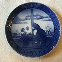 "1970 Royal Copenhagen ""Christmas Rose and Cat"" Plate"