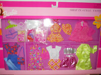 Barbie SHOP IN STYLE FASHIONS Giftset  2001 Clothes pink