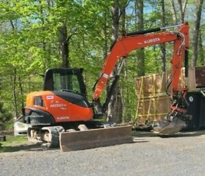 Super low hour kubota kx080-4 with rototilt and multiple attachements