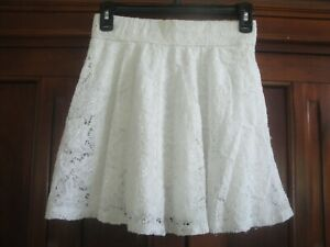 Hollister Juniors Ivory Lace Lined Skirt Size: Small