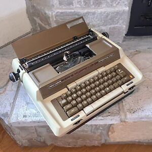 Smith Corona Coronamatic 2500 Electric Typewriter Vintage Made In USA