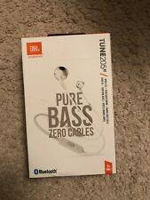 JBL by Harman Pure Bass Zero Cables Tune 205BT Silver earbuds