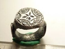 4466Ancient Roman silver ring with decoration and cross