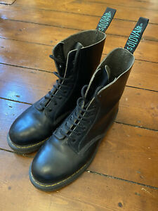Solovair Derby Boot (8 Eye | Made in England | Size UK 8 )