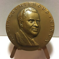 1969 RICHARD MILHOUS NIXON INAUGURATION MEDAL BRONZE COIN With Stand