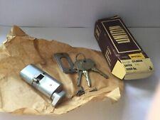union oval cylinder lock BNIB with 3 keys never used