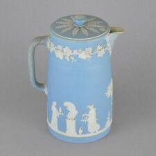 Cruche en porcelaine biscuit de Wedgwood à décor Classique Blanc Bleu