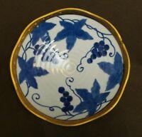 BEAUTIFUL GRAPE LEAF DESIGN SERVING BOWL W/GOLD TRIM SERVING DISH BLUE AND WHITE
