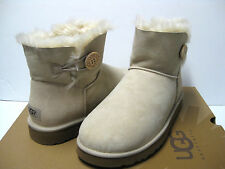UGG Mini Bailey Button Sand Frauen Stiefel us11/uk9.5/eu42