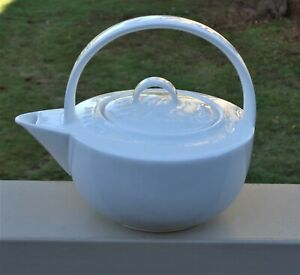 Lovely Esse Design The White Collection Fine Bone China 3 Cup Teapot