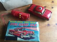 VINTAGE COLLECTIBLE TIN PLATE FIRE CHEIF CAR BATTERY POWERED REMOTE CONTROL