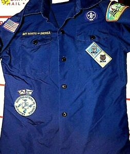 Official Boy Scout shirt with badges     Size Medium youth   Bear & Bobcat Badge