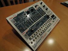 Roland SH-32 desktop synthesizer