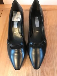 Gabor Ladies Size 6.5 Leather Heeled Shoes Never Worn
