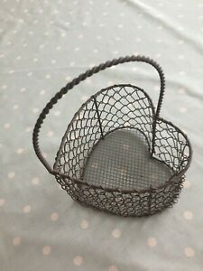 Pretty heart shaped metal wire mesh decorative basket with handle