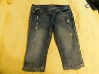 Women's Rue 21 Capri Back Flap Denim Jeans 👖 Distressed Curvy Size 15/16