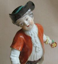 DRESDEN CHINA FIGURE OF A YOUNG BOY HOLDING FLOWERS (Ref5842)