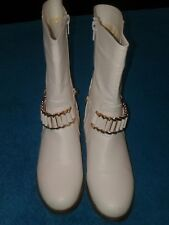 BUCCO CAPENSIS LADIES WHITE LEATHER BOOTS W/ INSIDE ZIPPER & DECOR GOLD CHAIN
