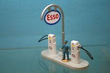 4400E - Poste de distribution avec pompiste ESSO - 1/43