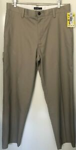 Dockers Men's size 33 X 32 Pants BNWT Taupe Classic Fit Easy Khaki Flat Front