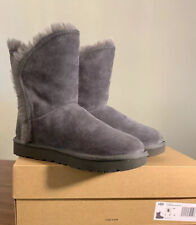 UGG CLASSIC SHORT FLUFF HIGH-LOW, CHARCOAL WOMAN'S BOOTS, SIZE 6, 1103746 NEW