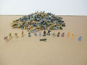 """Lot#33 - Assorted Lot of Plastic Soldiers - approx 1"""""""