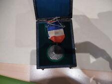 belle medaille francaiseen argent  avec son ecrin