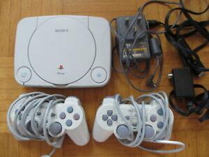 PAL UK - Playstation 1 SLIM Konsole Weiß + 2x Controller + alle Kabel + Tasche –