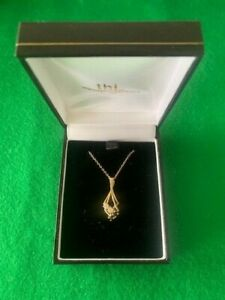 9 carat gold pendant and chain