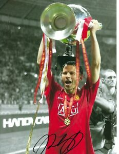 12x8 Inch  30x20cm PHOTO HAND SIGNED RYAN GIGGS MANCHESTER UNITED CHAMPIONS LGE