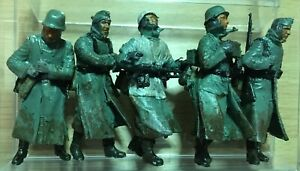 """SET OF 5 FIGURES """"RETREAT FROM MOSCOW"""" PRO-BUILT DRAGON 1/35"""
