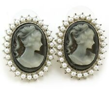 Cute Light Gray Cameo Stud Post Pierced Earrings White Faux Pearl Silver Tone k1