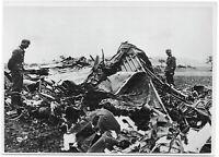 Über Norddeutschland abgeschossener englischer Bomber. Orig-Pressephoto, um 1940