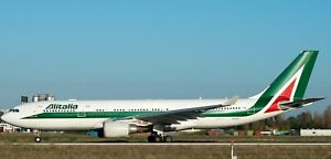 INFLIGHT 200 IF332AZA0519 1/200 ALITALIA AIRBUS A330-202 REG: EI-EJI WITH STAND