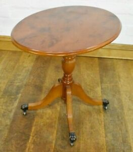 Antique style small pedestal oval occasional table / wine table / lamp table