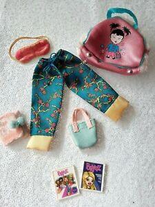 Bratz doll clothes Slumber Party Jade pj bottoms bags books eye mask rare 2002