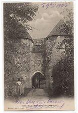 CPA 27 - HARCOURT (Eure) - Porte du Château XIVe siècle (petite animation)