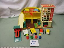 Fisher Price Little People Play Family 100% Action Garage Station lift 930 AZ
