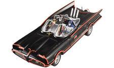1:18 Hot Wheels TV Series Batmobil  1966 Batmobile mit Batman & Robin Figuren