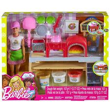 Barbie La Pizzeria con Bambola Tavolo per Le Pizze +3 Vasetti Pasta da Modellare