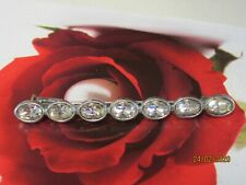 Ancienne broche métal argenté et pierres cristal brillantes à facettes