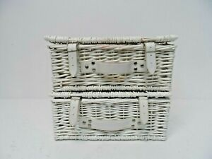 2 x Small White Whicker Hamper Baskets  H9