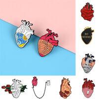 Anatomie Zubehör für Bekleidung Cartoon. Pin Lapel Marke Emaille Heart Brooch