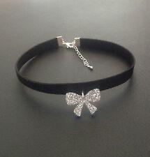 Collier glamour ras de cou noir pendentif noeud papillon paillettes d'argent
